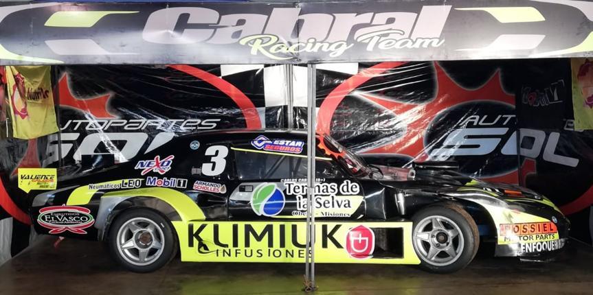 Cabral expone su auto en la Fiesta del Automovilismo